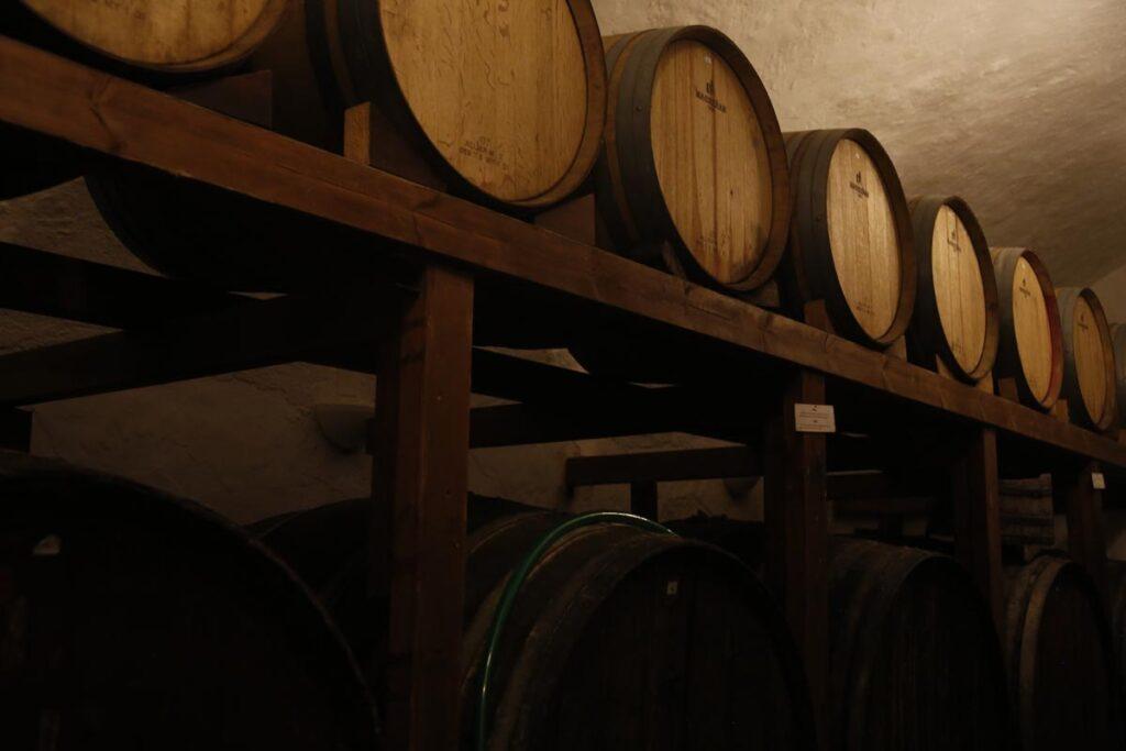 「赤ワインと白ワインに含まれる成分から得られる健康効果の違い」
